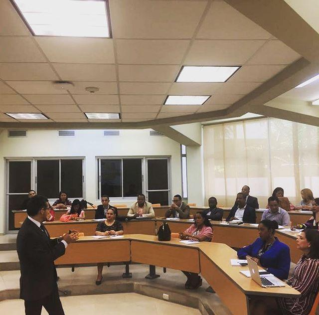 """""""La creatividad es un recurso natural inagotable que necesita ser estimulada y protegida. De eso trata la propiedad intelectual"""". Así inicia el segundo día del Diplomado para jueces y fiscales organizado por ASIPI en colaboración con ADOPI, ENJ y ENMP con la ponencia del Prof. Marco Palacios."""
