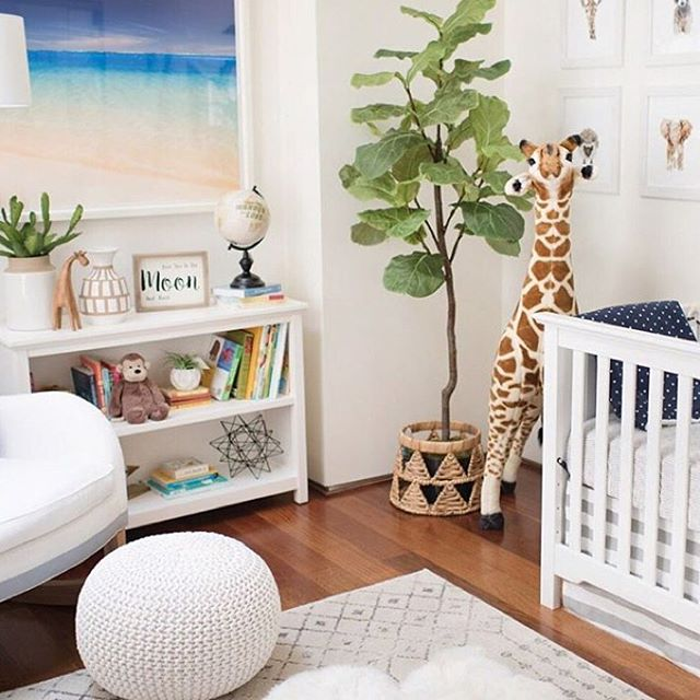 Love the beachy global vibe of this nursery from @projectnursery. It's making my ovaries hurt 🙈. There is such a good balance of calming and fun colors and decor. If you're excepting a baby or redoing your nursery then make sure to check out @projectnursery for a TON of inspiration.
