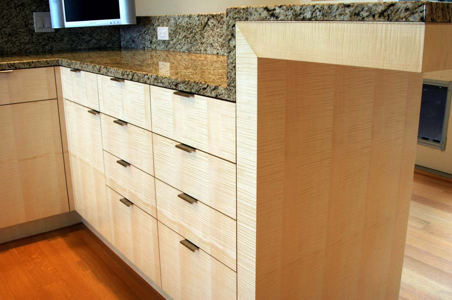 Grain-matched English sycamore kitchen