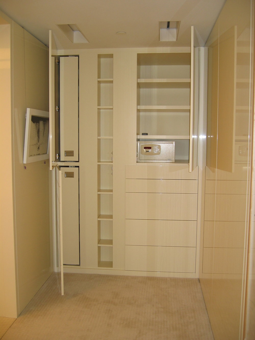 High Gloss Dressing Area