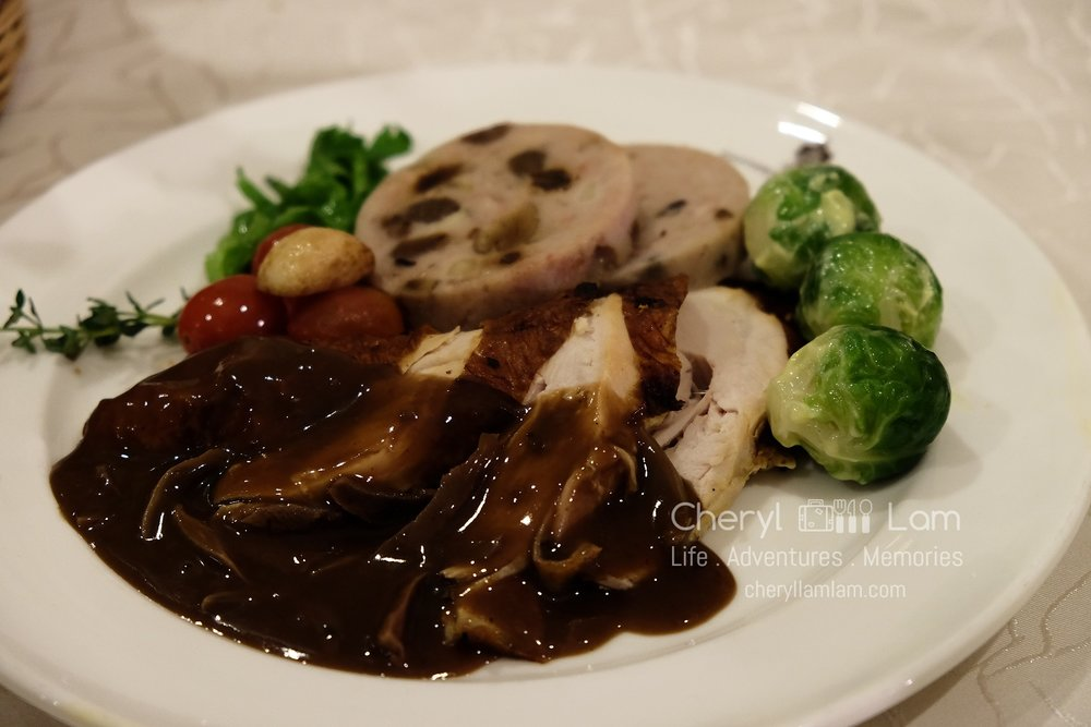 Roasted turkey plate with vegetables and lyonnaise potatoes