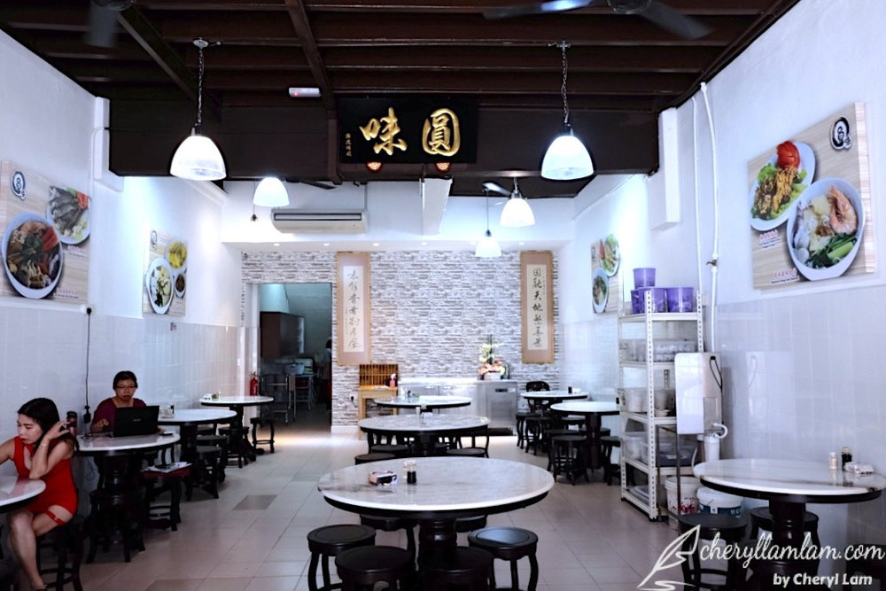 Yuan Wei Restaurant boasts a bright and comfortable dining environment