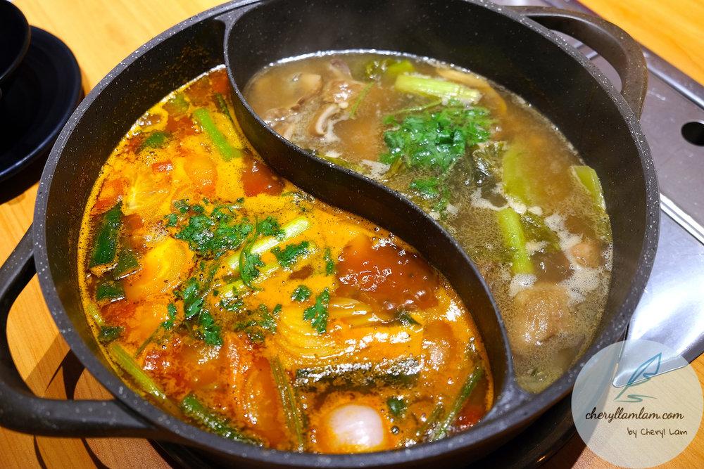 Left : Tomato chicken pot ; Right : Sour pig stomach chicken pot