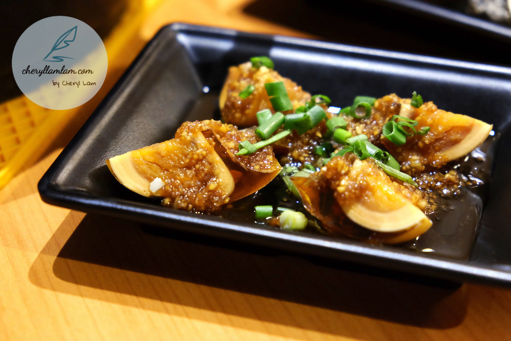 Cold dish : Golden preserved egg (凉拌黄金皮蛋)