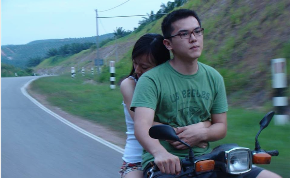 "Tham Wai Fook / Malaysia / 2016 / Mandarin/Cantonese/Malay /18min    Yoong has been away from his hometown since he came to the city to pursue his dreams. Juggling between reality and dreams over the years, he has always wanted to go home as he's exhausted. This holiday, he takes his new girlfriend to his hometown.   Director:  Tham Wai Fook is a self-taught filmmaker, started writing and directing short films in 2003 and has now directed 15 short films. One of his short films,Xiao has recorded over 4 million views on YouTube. Also a movie critic, he was in charge of Sense Club, a film appreciation club, and is the founder of ""Beautiful Malaysia"" short film roadshow.   Producer:  Tham Wai Fook"