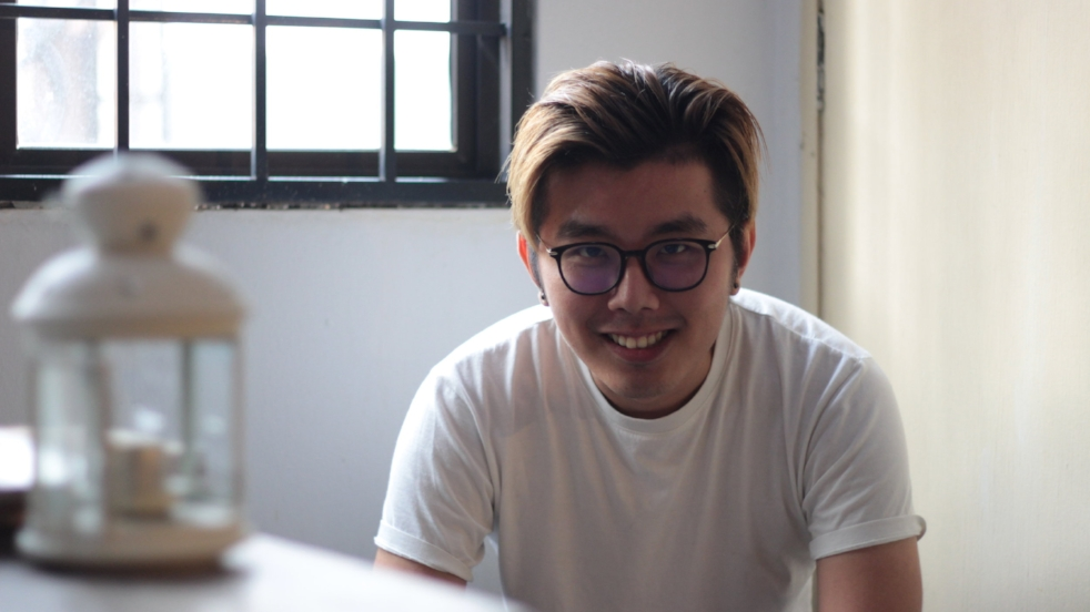 - HAN LOONG LIM was born in 1992 in Ipoh, Perak. He's a young, aspiring film director and actor in screenplay who started to get involved in the industry since 2012. His work The Way We Love was selected as the finalist of Astro New Director Award 2014 and also SKT Short Film Competition 2015, which was recognized as ASEAN Top 10 in the competition. His short film 1304km: Girl from Sumatra  (2016) was selected entered as the finalist of BMW Shorties Competition. If you meet him, don't address him as the festival manager. He said he's in charge of running errands in the festival.