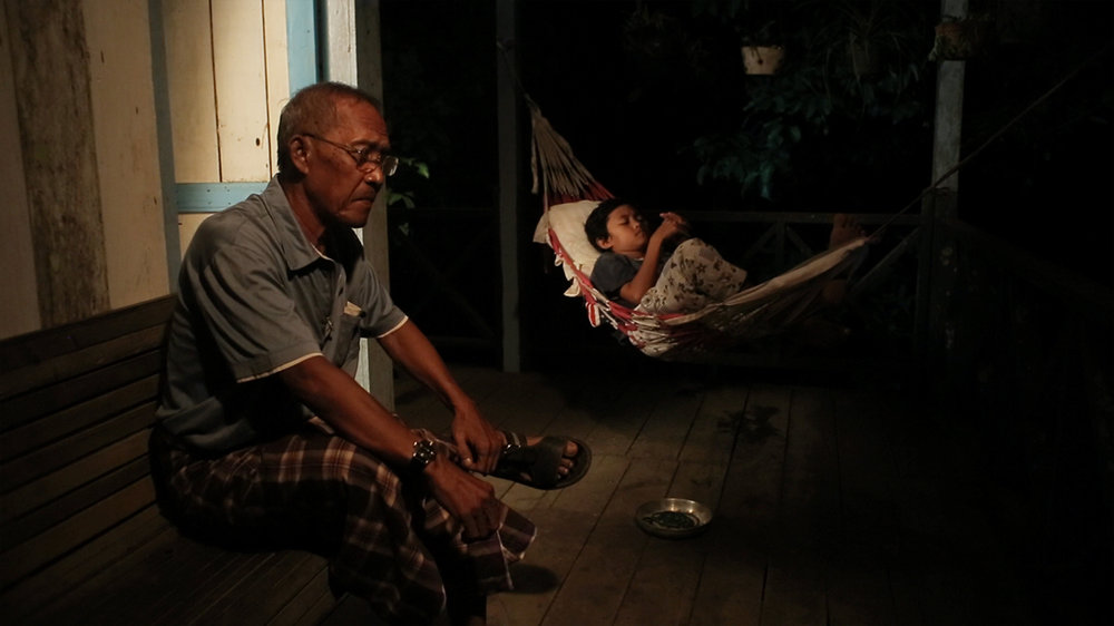 Loeloe Hendra Komara / Indonesia / 2014 / 15mins  Synopsis 1: A nameless boy, living with his grandfather who has many names.  Synopsis 2: A child who is not named by his parents, lived with his grandfather who had many names. But he was allowed to find the right name for himself.