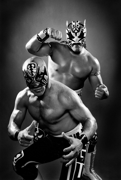 Luchadores. Digital print on paper. 140x200mm.