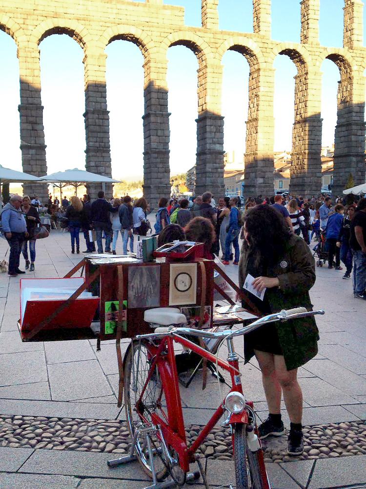 Segovia_gente-acueducto.jpg