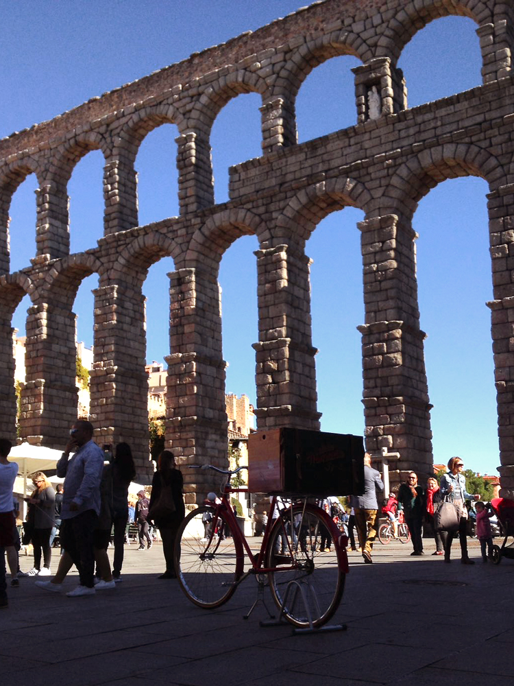 Segovia_bici-acueducto-vertical.jpg