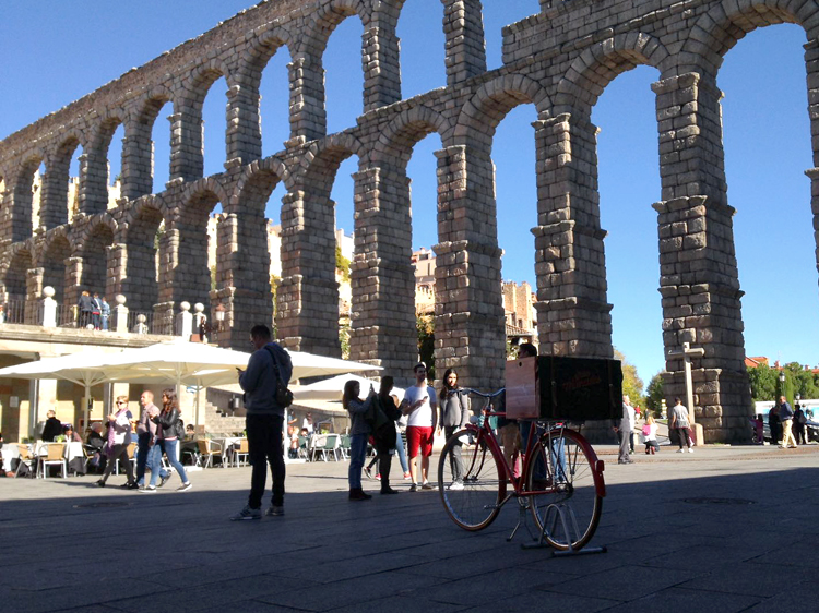 Segovia_bici-acueducto-grande.jpg