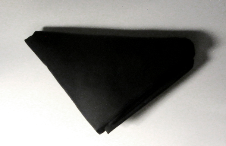 Bandeiras pretas.  Black folded flag. 150x40x240mm. 2013.