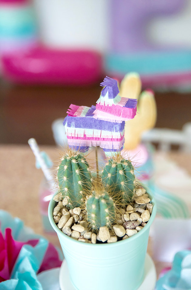 summer-fiesta-party-mini-pinata.jpg