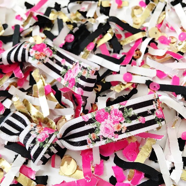 My newest mix with a bonus hair tie that is of course so iconic of the #KateSpade inspired style with its black and white stripes and pink. I added this to my shop before last week and now I cherish this mix even more. Kate Spade leaves behind a legacy of design and style that us creatives will never forget. So many posts have been shared about Kate these past few days that have touched me deeply. It's brought us all closer and talking openly with each other. If only Kate had been able to see the impact she made on us all - I pray for her family, friends and all who were inspired by her creativity.⠀ -⠀ -⠀ -⠀ -⠀ -⠀ #designisinthedetails #dailydoseofcolor #ihavethisthingwithcolor #ihavethisthingwithpink #studiodiylovespink #acolorstory #dspink #ohwowyes #katespadenewyork #katespade #katespadeny #modernparty #partyshop #hairelastics #bachelorettebash #flatlaystyle #flatlayoftheday #flatlayforever #festivefetti #creativemama #sobestfriendsforfrosting #etsysellerofinstagram #handsandhustle #herestothecreatives #wearethecreativeeconomy #inspiredwomen #bossmom #pinkflashesofdelight #makewavesmonday