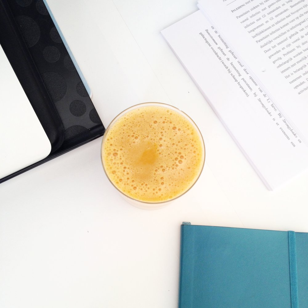 The Minty Sunshine-juice: Orange, carrot, raw ginger and fresh mint. The ginger and mint give a really fresh taste to this beautiful (autumn-colored) juice.