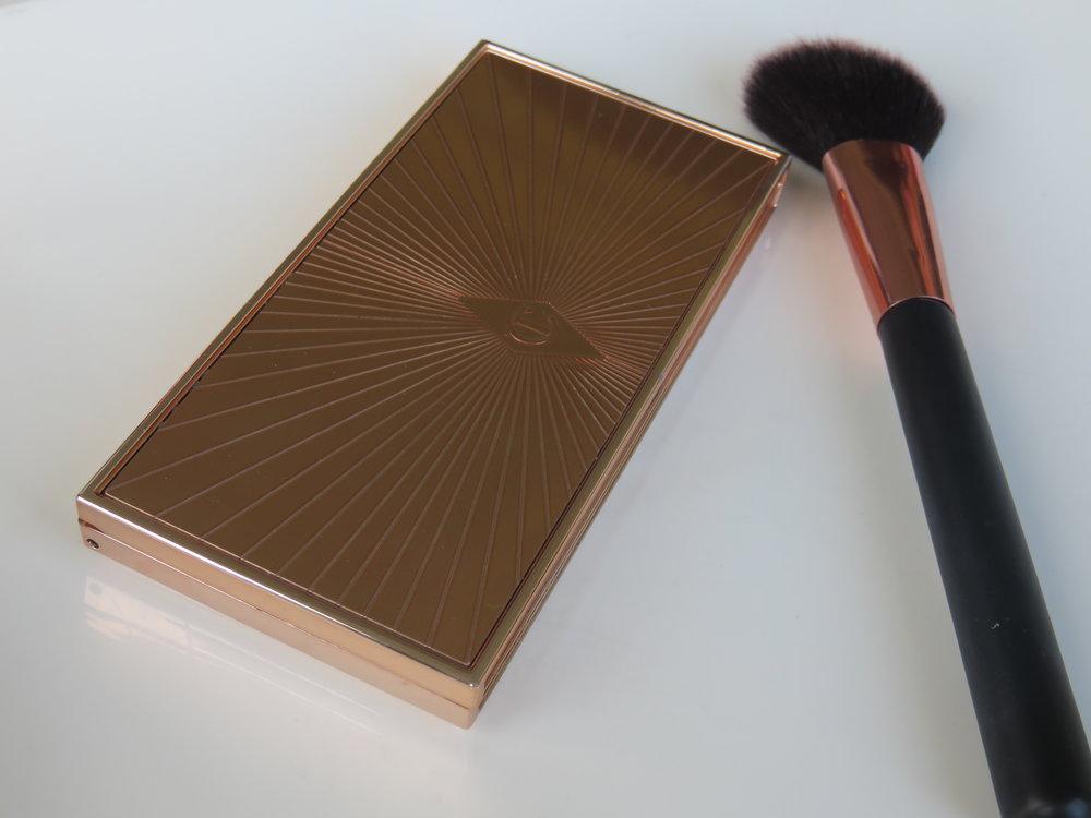 Filmstar Bronze & Glow by Charlotte Tilbury - Contour brush by Primark