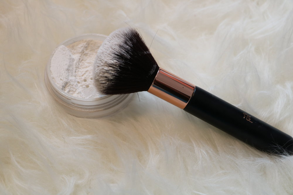 Powder brush (around €3-4)
