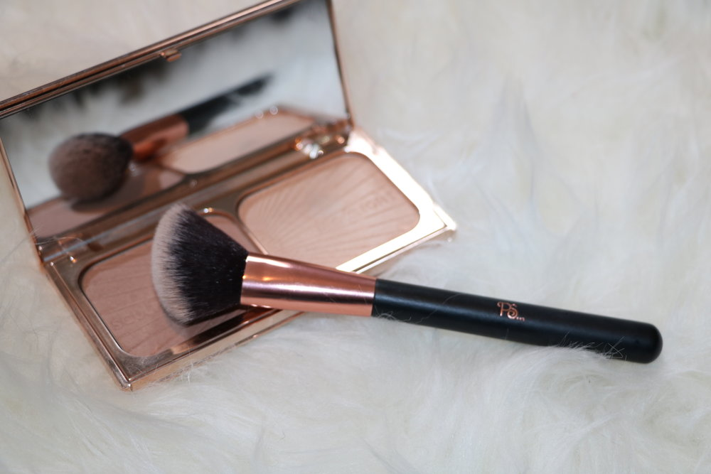 Contour brush (around €3)