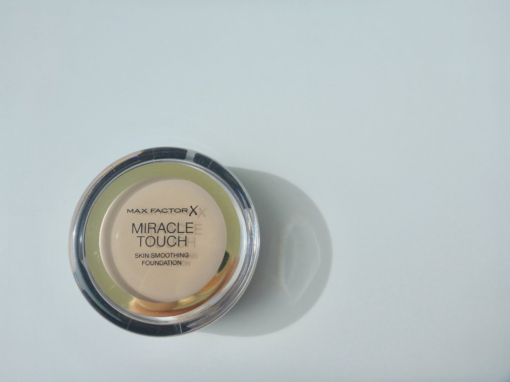 Max Factor Miracle Touch in Warm Almond (045)
