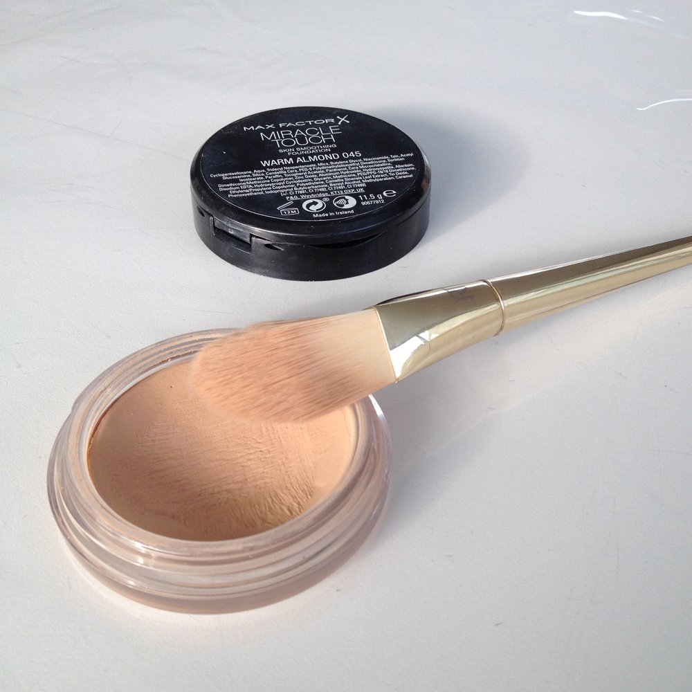 Max Factor Miracle Touch Foundation in 045 Warm Almond
