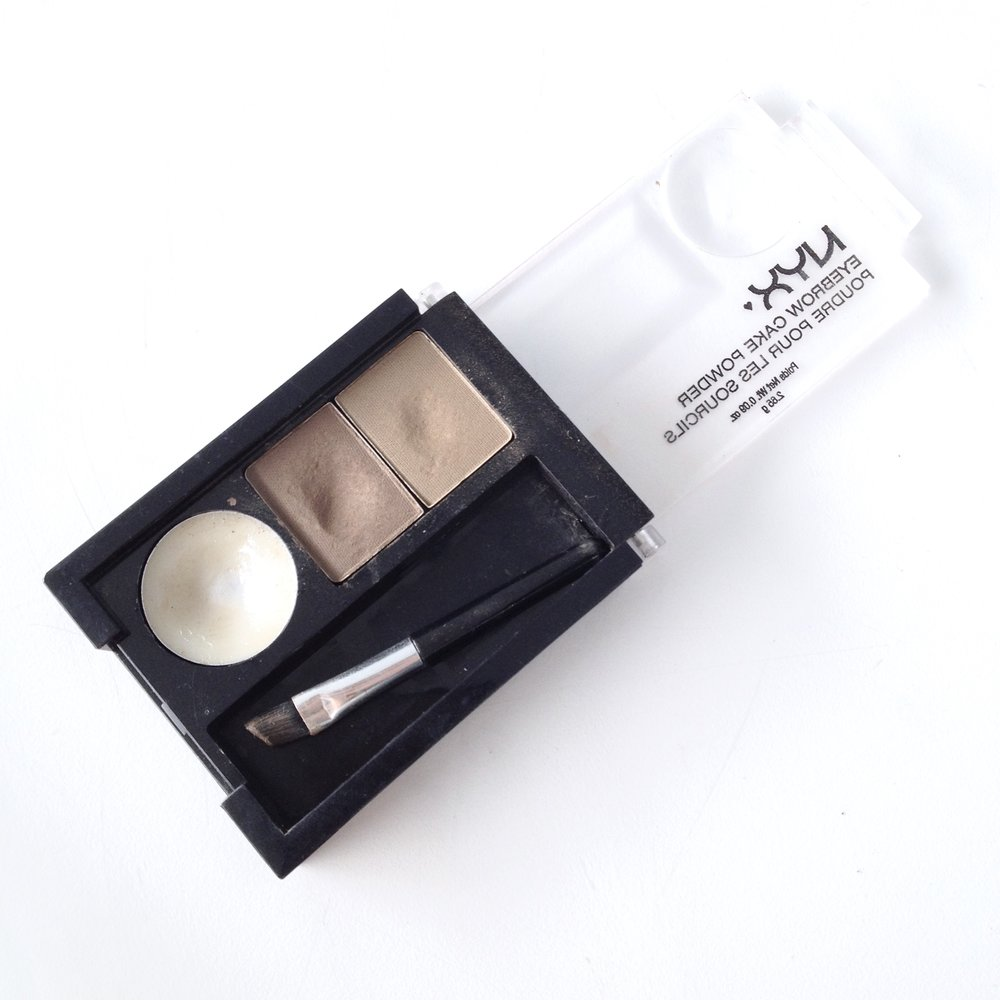 NYX Eyebrow Cake Powder in Blonde (06). It comes with an eyebrow gel, two eyebrow powders and two little brushes.