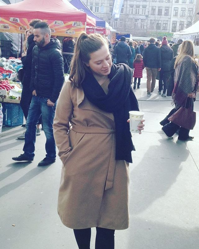 One of my favourite things to do during the weekend is to visit one of my local markets. Even when I don't really need something. I just really like the atmosphere of it to be honest. And the coffee of course ;). -N • • • #outfit #ootd #outfitoftheday #market #shoplocal #localmarket #foodmarket #weekend #saturday #antwerp #early #earlymorning #cold #chilly #coffee #coffeeislife #lifestyle #lifestyleblogger #beautyblogger #warmcoat #belgianblogger #belgischeblogger #blogueusebelge #beautydiablog #local #lotd #lookoftheday 📷: @vinsentvanbergen