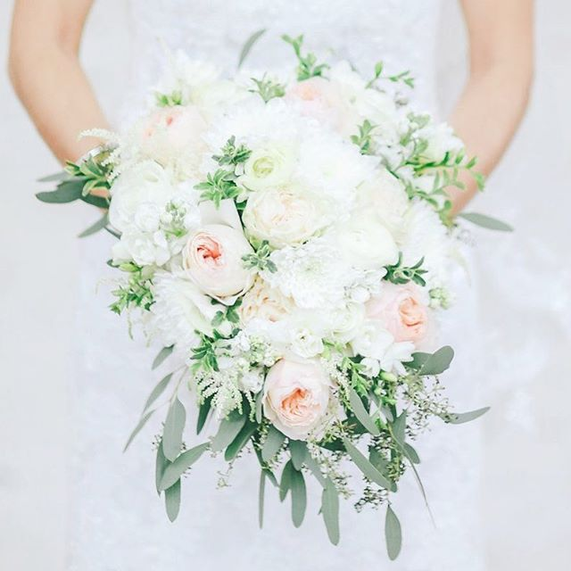 On this #floralfriday...another picture from Elena and Peter's feature on @weddingwire! Love a dramatic bouquet with a little cascading action!  Photography: @olga_thomas_photography Bouquet: @impressionsbyestherflemming