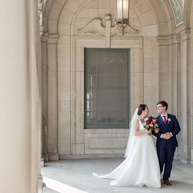 I've said it before, but there is seriously no better way to start a Monday than with a sneak peek from the past weekend's wedding! Laura and Ryan's wedding was absolutely perfect. With amazing weather and talented vendors, there is nothing more a planner could ask for! Photography: @maisonmeredith Floral: @daffodilparker