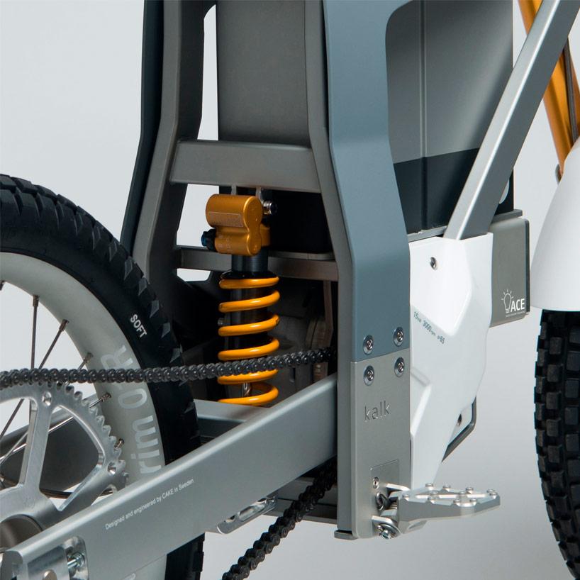cake-kalk-electric-motorcycle-designboom04.jpg