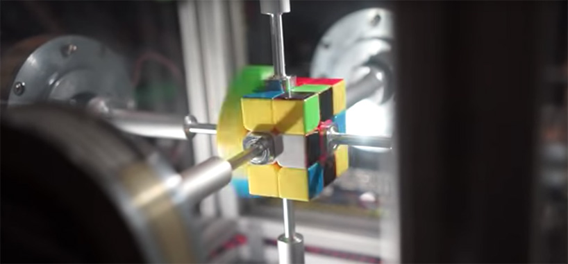 rubics-cube-38-second-robot-solve-designboom-01.jpg