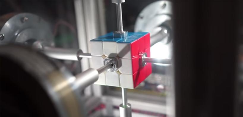 rubics-cube-38-second-robot-solve-designboom-03.jpg