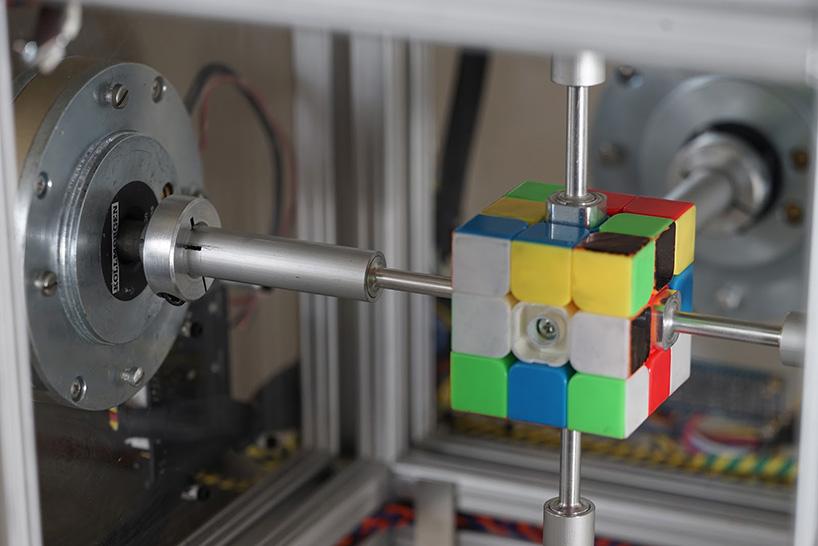 rubics-cube-38-second-robot-solve-designboom-06.jpg