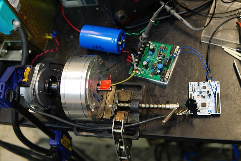 rubics-cube-38-second-robot-solve-designboom-09.jpg