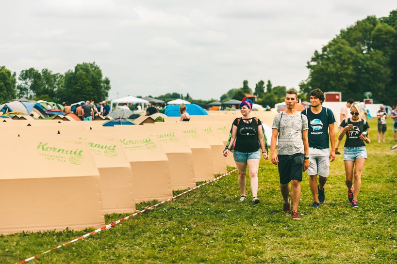 kartent-recyclable-cardboard-tents-festivals-eco-designboom-7.jpg