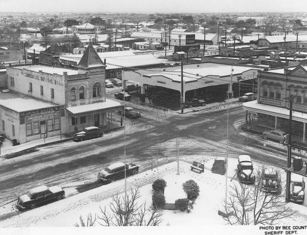 1949 Bee County Courthouse View with Snow.jpg
