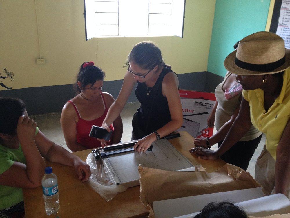 ciudad de dios (receiving paper cutter) (2).JPG