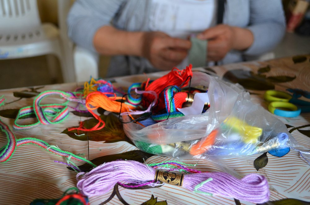 Making bracelets in Alto Salaverry