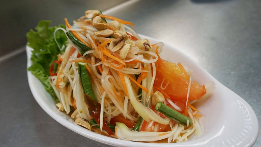 Thai Papaya Salad (Tum Thai)