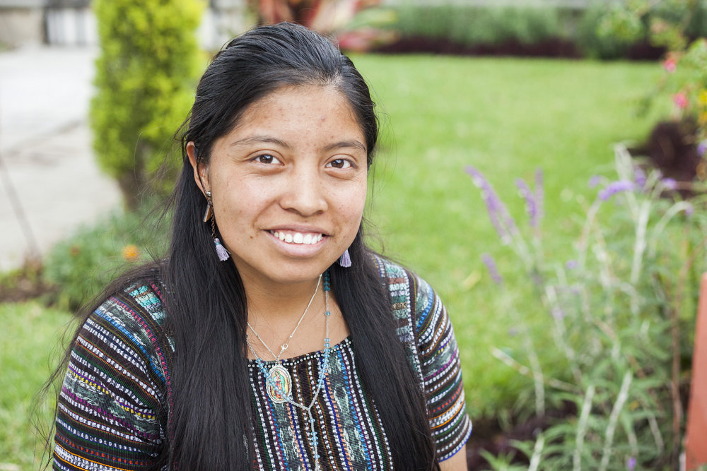 SCHOLAR OF THE YEAR   Ver  ónica   STF-PepsiCo University Scholar & STF Fellow in Guatemala