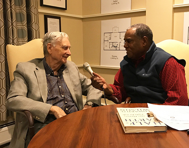 Host Steve Curwood interviews E.O. Wilson at the ecologist's home in Lexington, MA. (Photo: Jenni Doering)