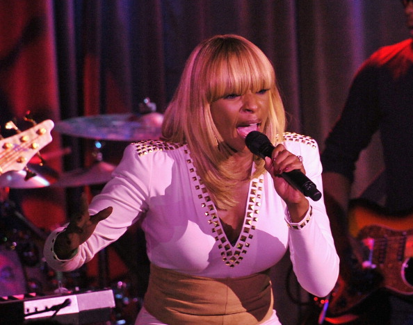 Mary-J-Blige2011PaperMagazineNightlifeAwards9-27-113.jpg