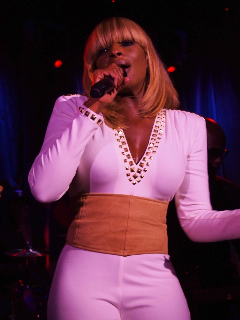 Mary-J-Blige2011PaperMagazineNightlifeAwards9-27-116.jpg
