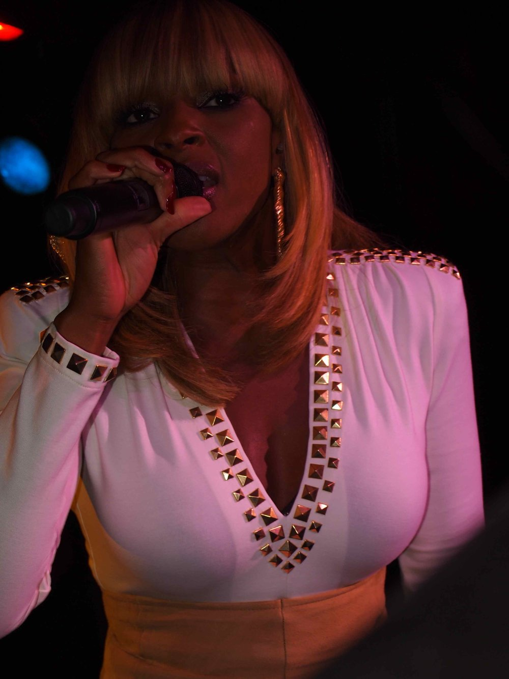 Mary-J-Blige2011PaperMagazineNightlifeAwards9-27-117.jpg