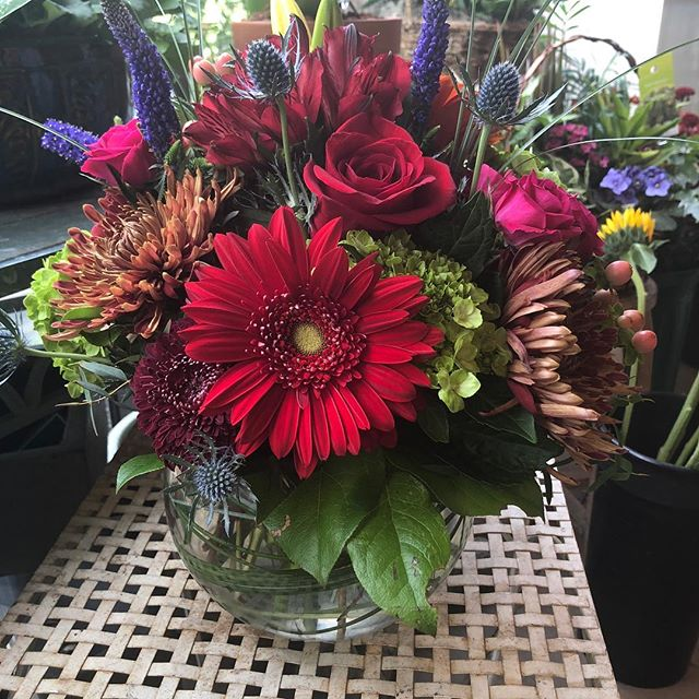 Entertaining for Thanksgiving?  We can help you with your table decor🦃🍁🍂 #daisydigins #giftsforall #florals #barringtonri #bristolri #providenceri #comevisitus #wedeliver