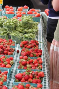 strawberries at pearl alley market