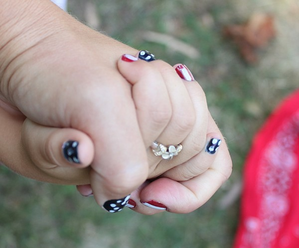 mother daughter fourth of july manicure