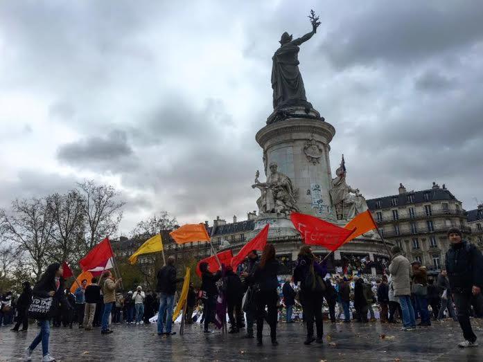 Rassemblement des drapeaux magiques Place de la République à Paris