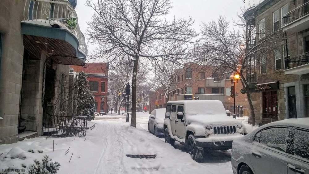 Rue Duluth est sous la neige