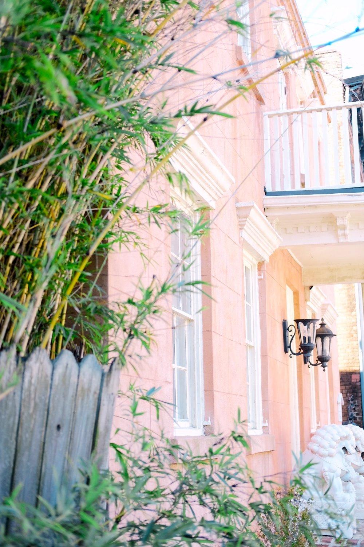 Savannah_Georgia_pink_House_The_Best_Savannah_Historic_Walking_Tour