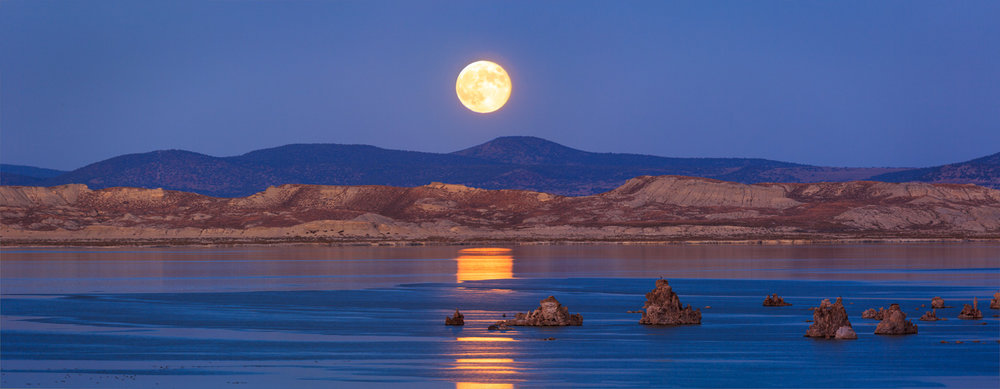 Full Moon Over Mono master_1500px.jpg